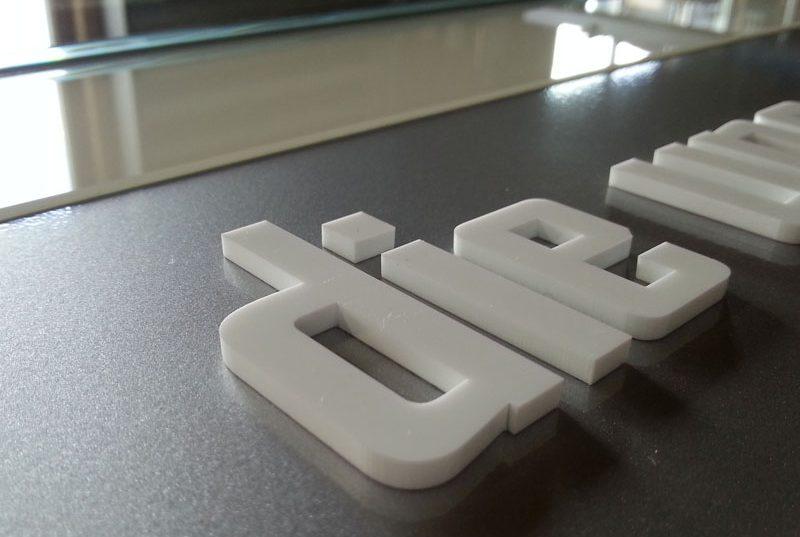 Profilbuchstaben buchstaben erhaben gefräste, gelaserte buchstaben aus holz, kunststoff aluminium