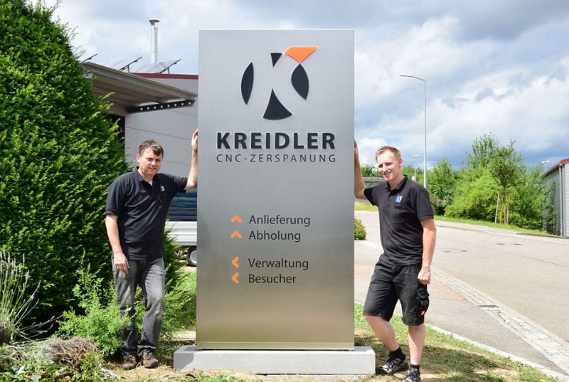 Montage Pylon aus Edelstahl firma Kreidler CNC Zerspanung